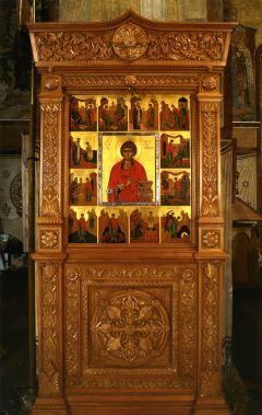 Икона великомученика и целителя Пантелеимона в житии