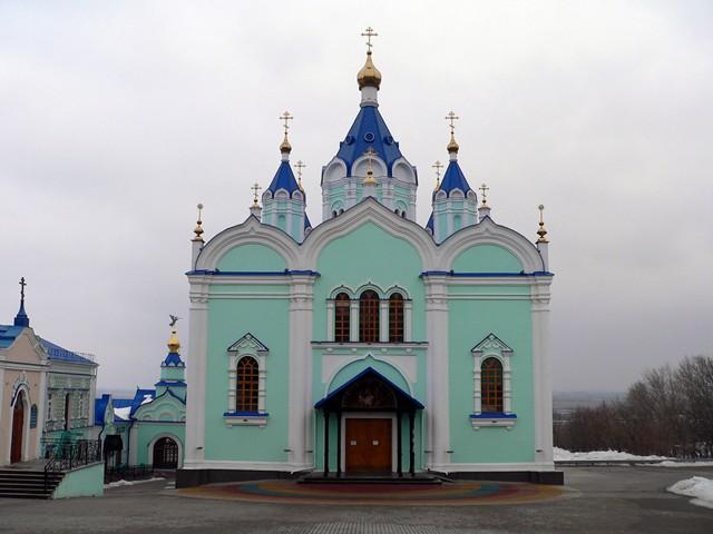 Иконостас и убранство Рождественского собора Курской-Коренной пустыни.