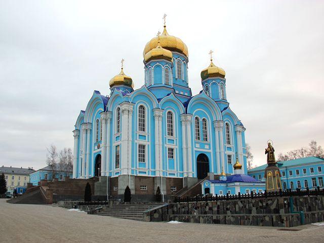 Резные памятники Задонск Мемориальный комплекс с крестом Вязьма