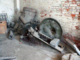 Новодевичий монастырь в Москве, старинные орудия.