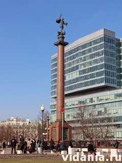 Москва, стела со скульптурой Георгия Победоносца