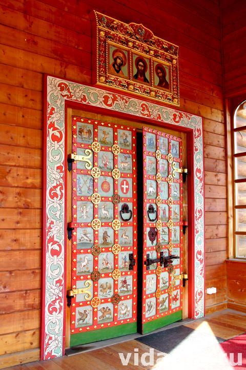 двустворчатые кованные металлические двери