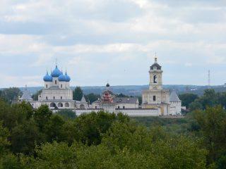 ...член фракции «Единая Россия» Юрий Шахов, на сей раз в Серпуховский Высоцкий мужской и Владычн ий женский монастыри.