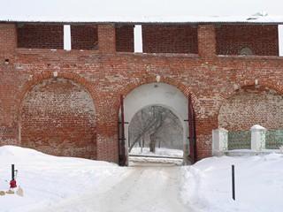 Зарайск.  Зарайский кремль.  Внутри Зарайского кремля.  Троицкие ворота.